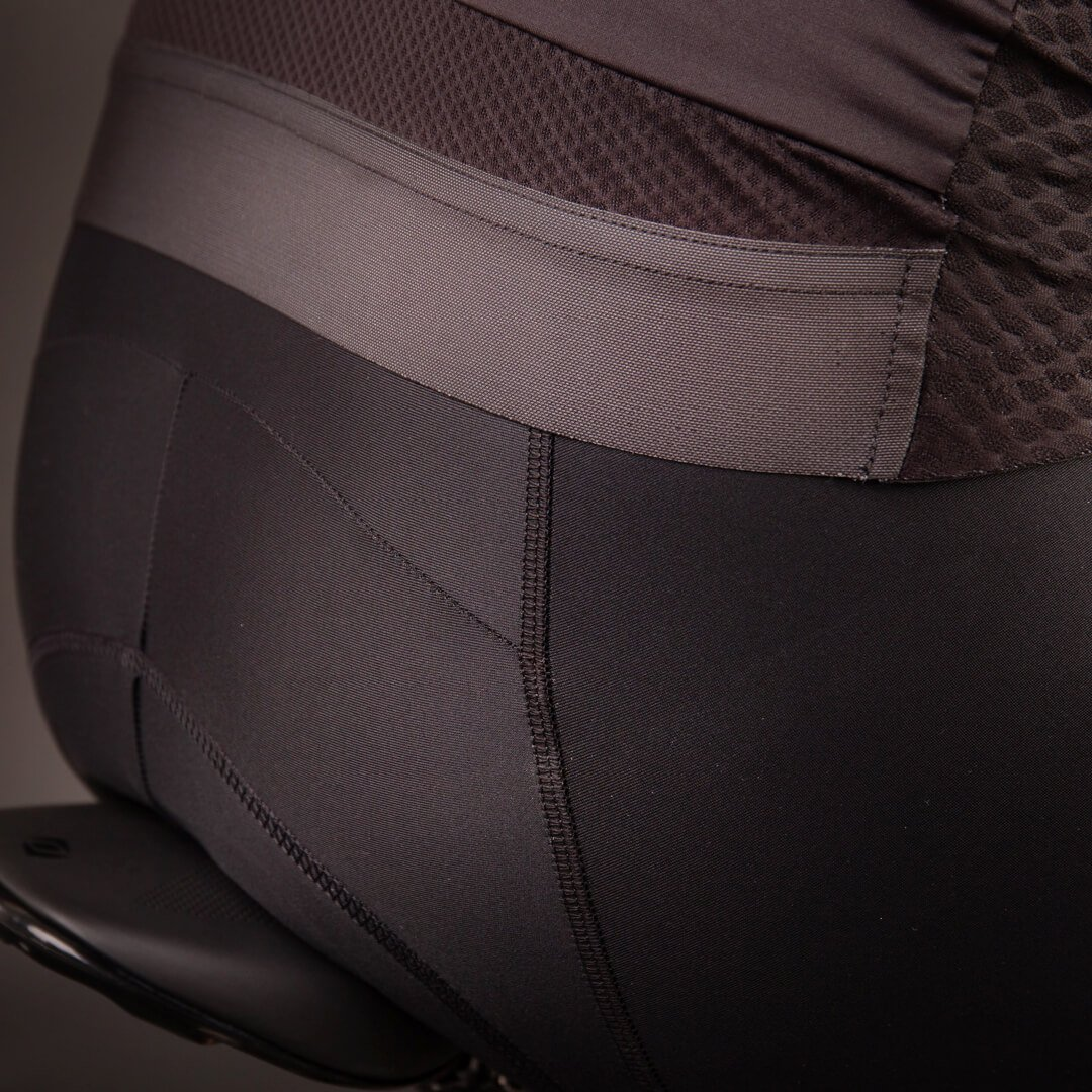 Lai riba hoiab rattasärgi paigal ning parandab nähtavust pimedal ajal.